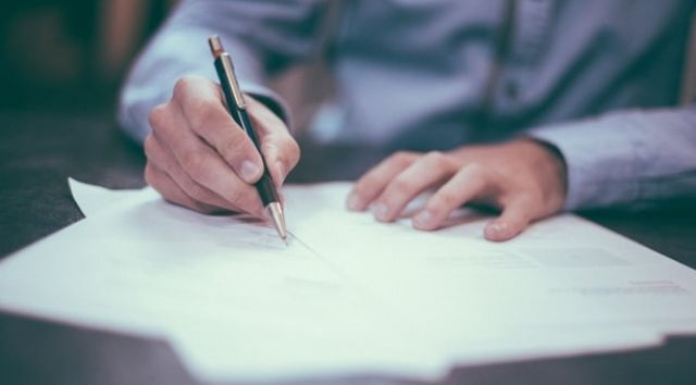 Spadek: notarialny akt poświadczenia dziedziczenia